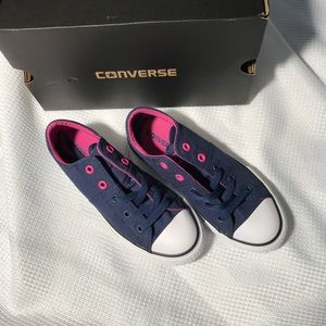 New in box 📦 Youth Converse Madison size 1Y